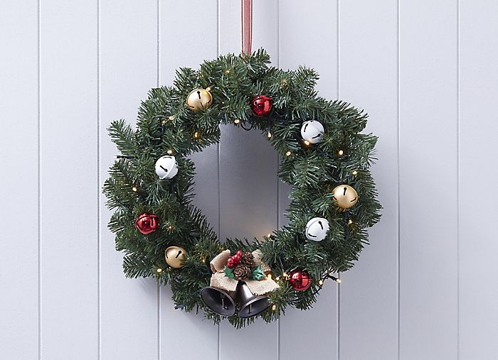 Personalise a Christmas wreath