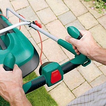 lawnmower with ergonomic handle