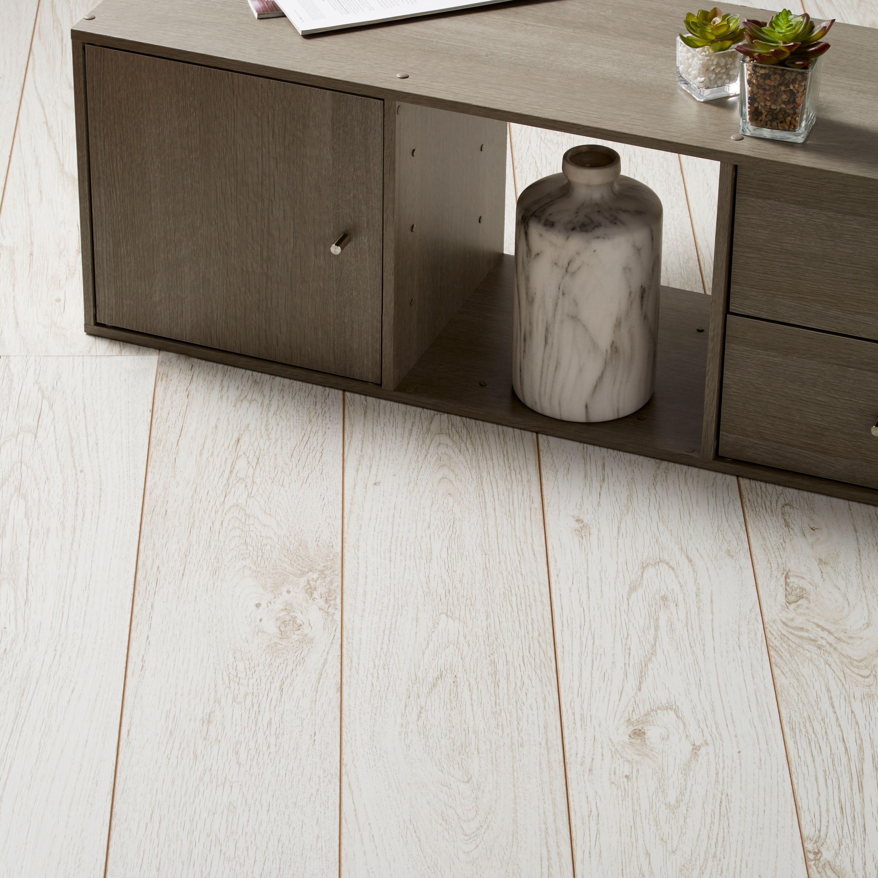 Gympie White Oak Effect Laminate Flooring Sample 1 996 M²
