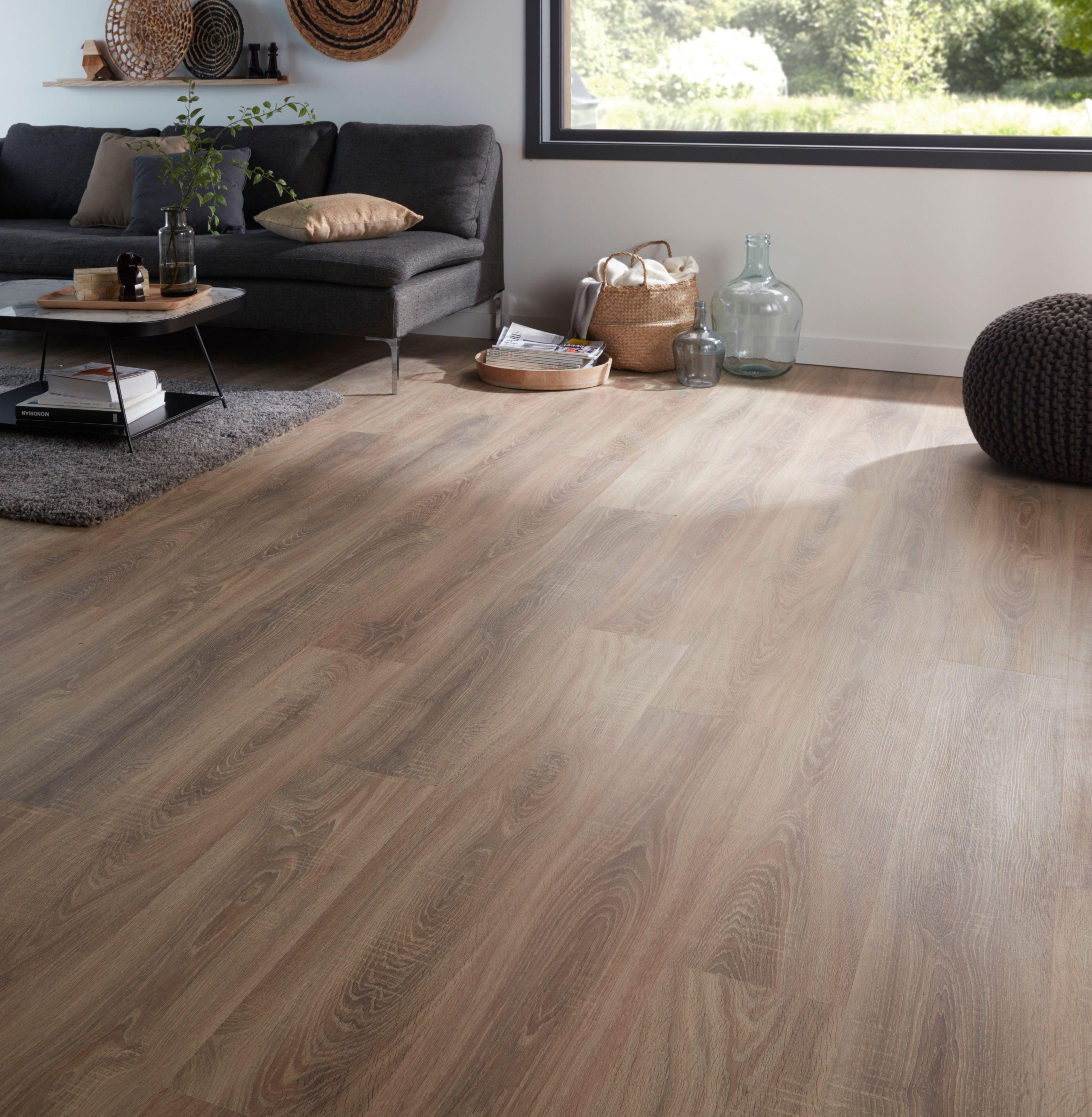 Albury Natural Oak Effect Laminate Flooring Pack