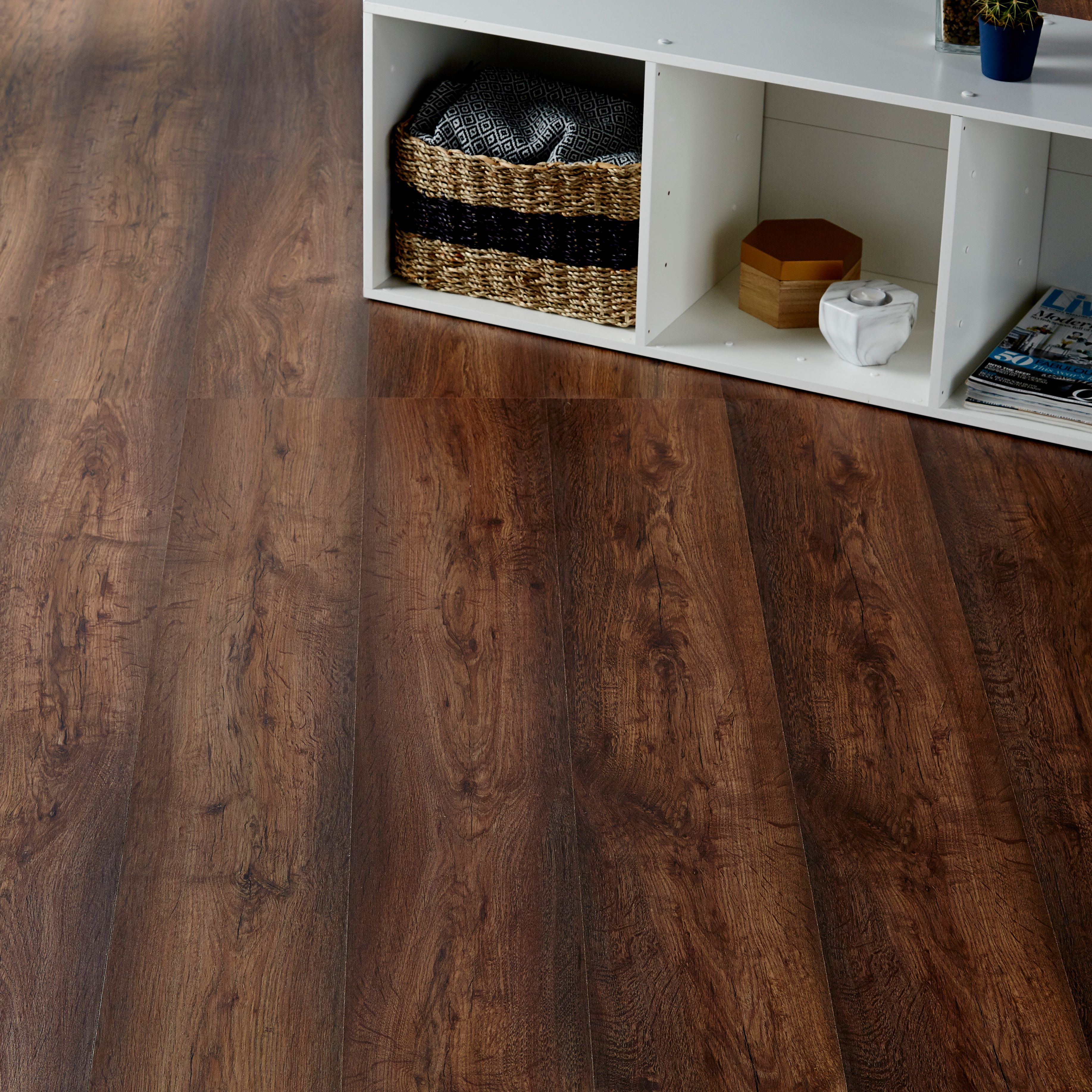 Tamworth Dark Oak Effect Laminate Flooring 2 467 M 178 Pack