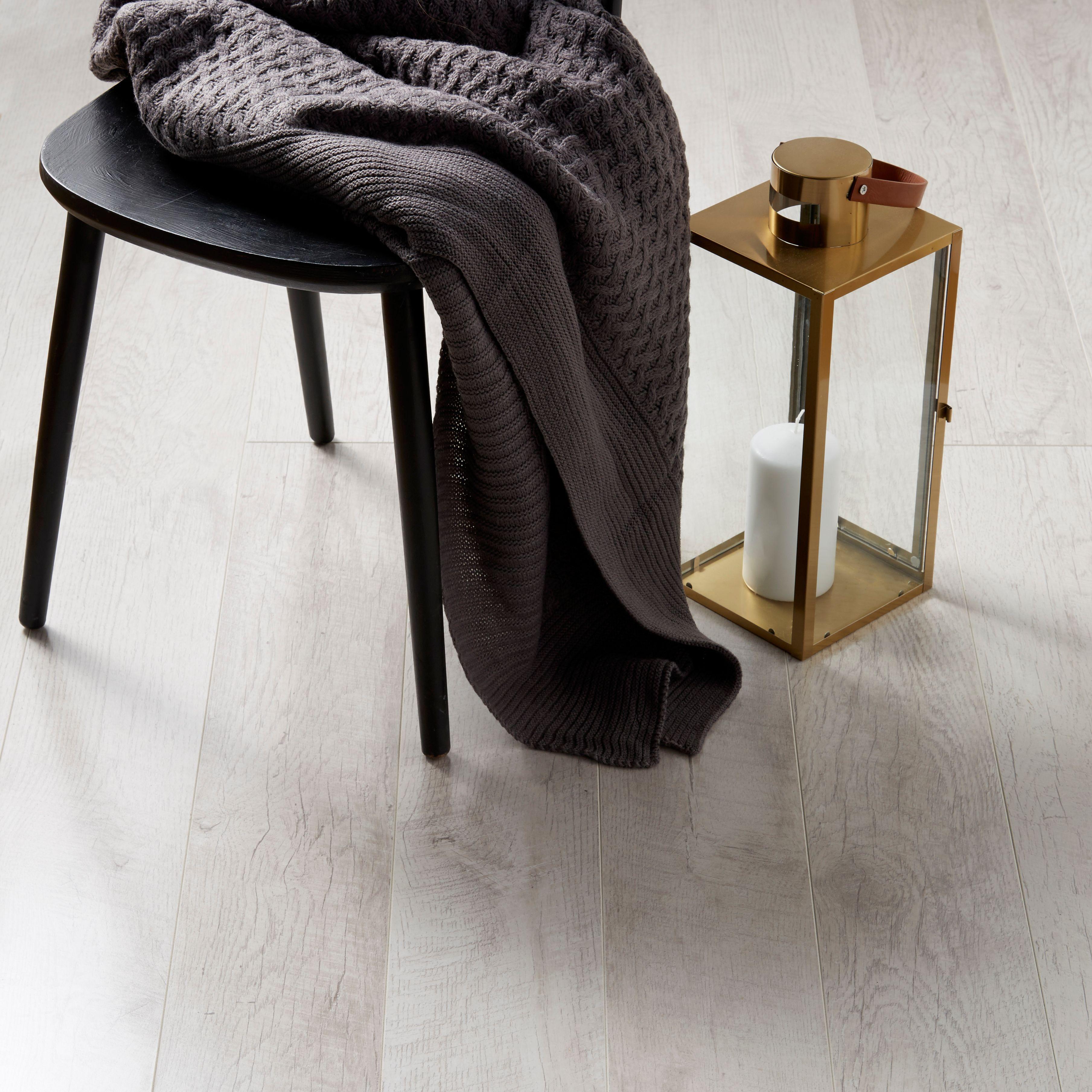 Bannerton White Oak Effect Laminate Flooring 2 058 M² Pack