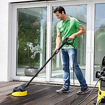 cleaning decking with a pressure washer