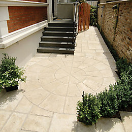 Weathered Limestone Old Town Circle Paving Pack (D)2.8M