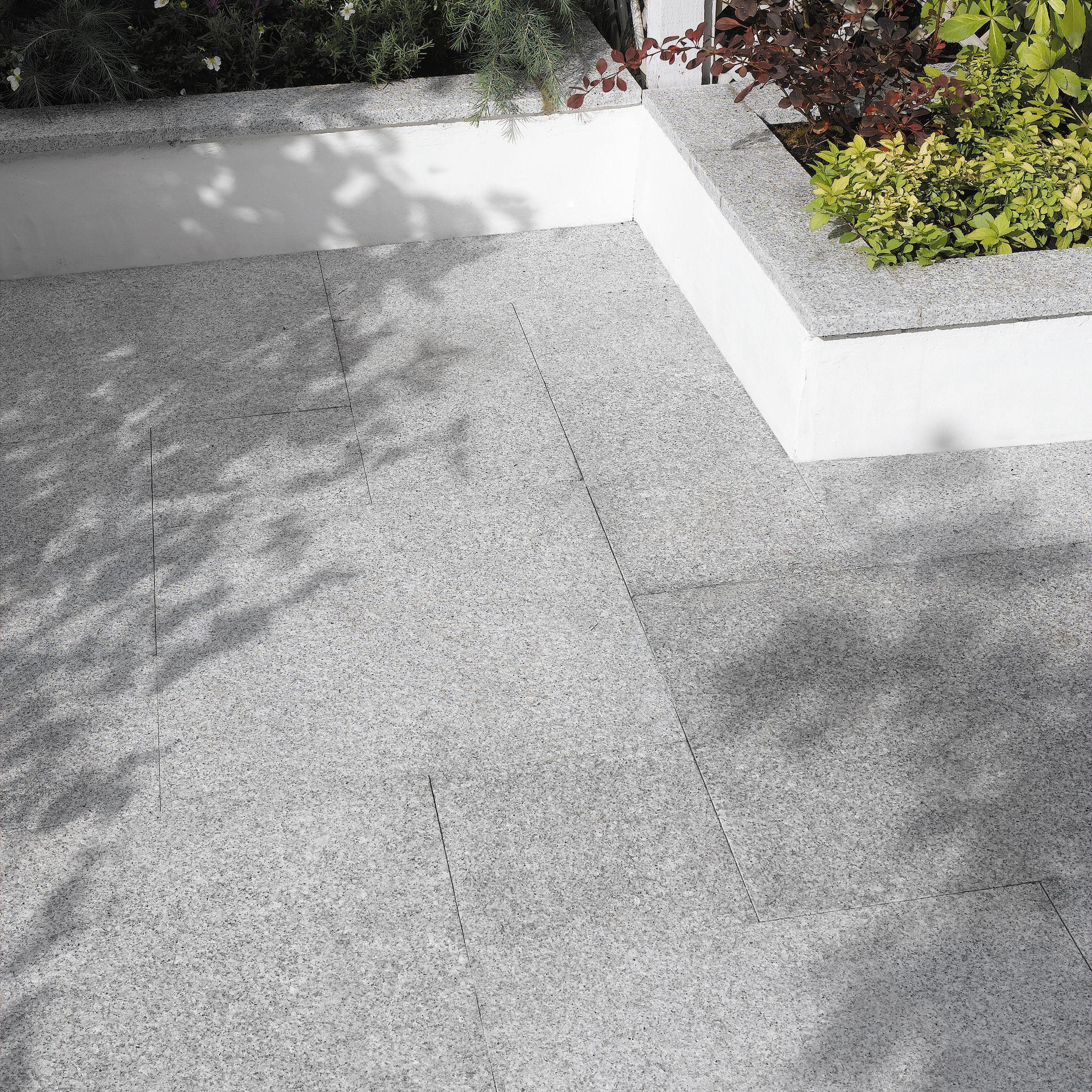 Mid Grey Natural Granite Paving Slab (l)600mm (w)600mm, 14.40 M²