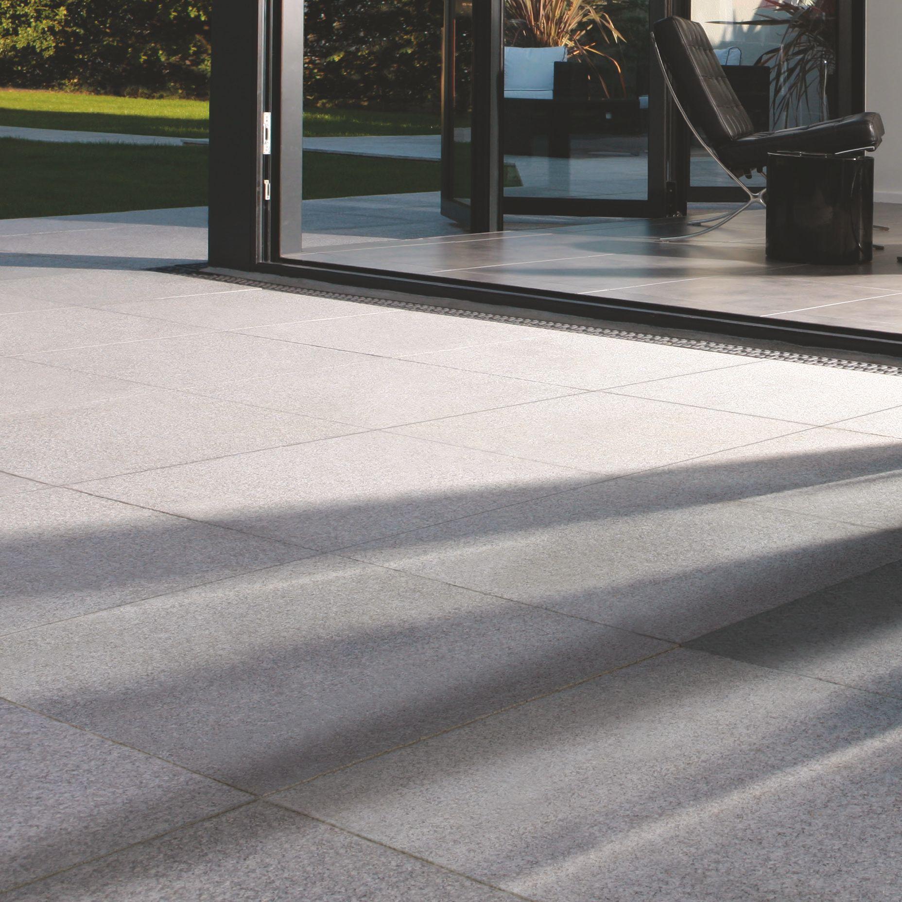 Silver Grey Natural Granite Paving Slab (l)600mm (w)300mm, 14.40 M²