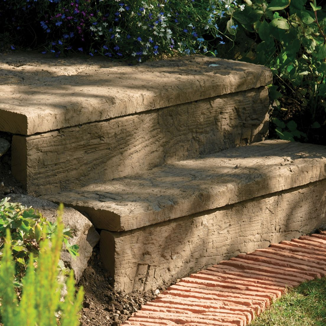 Traditional Stonewood Paving Edging Antique Brown, (l)600mm (h)250mm (t)40mm