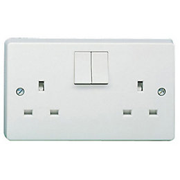 Crabtree 13A White Switched Socket