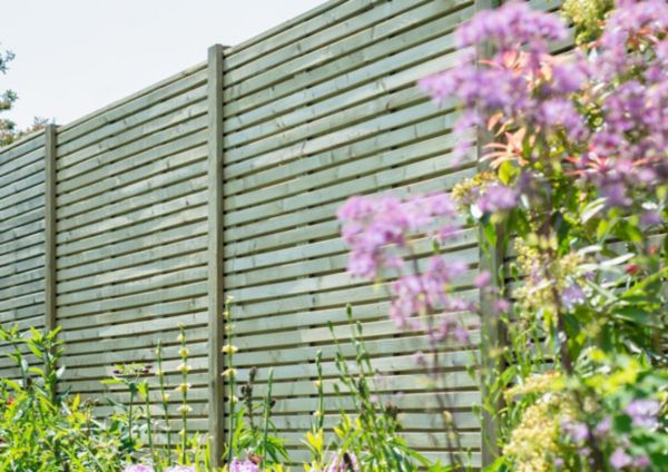 How to repair a wooden fence