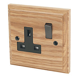 Varilight 13A Solid Oak Switched Single Socket