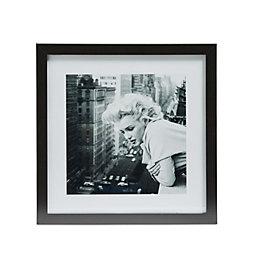 Marilyn Monroe Black & White Framed Print (W)340mm