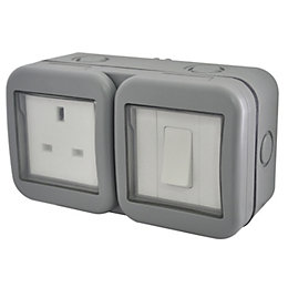 Diall 13A 1-Gang External Socket & 2 Way