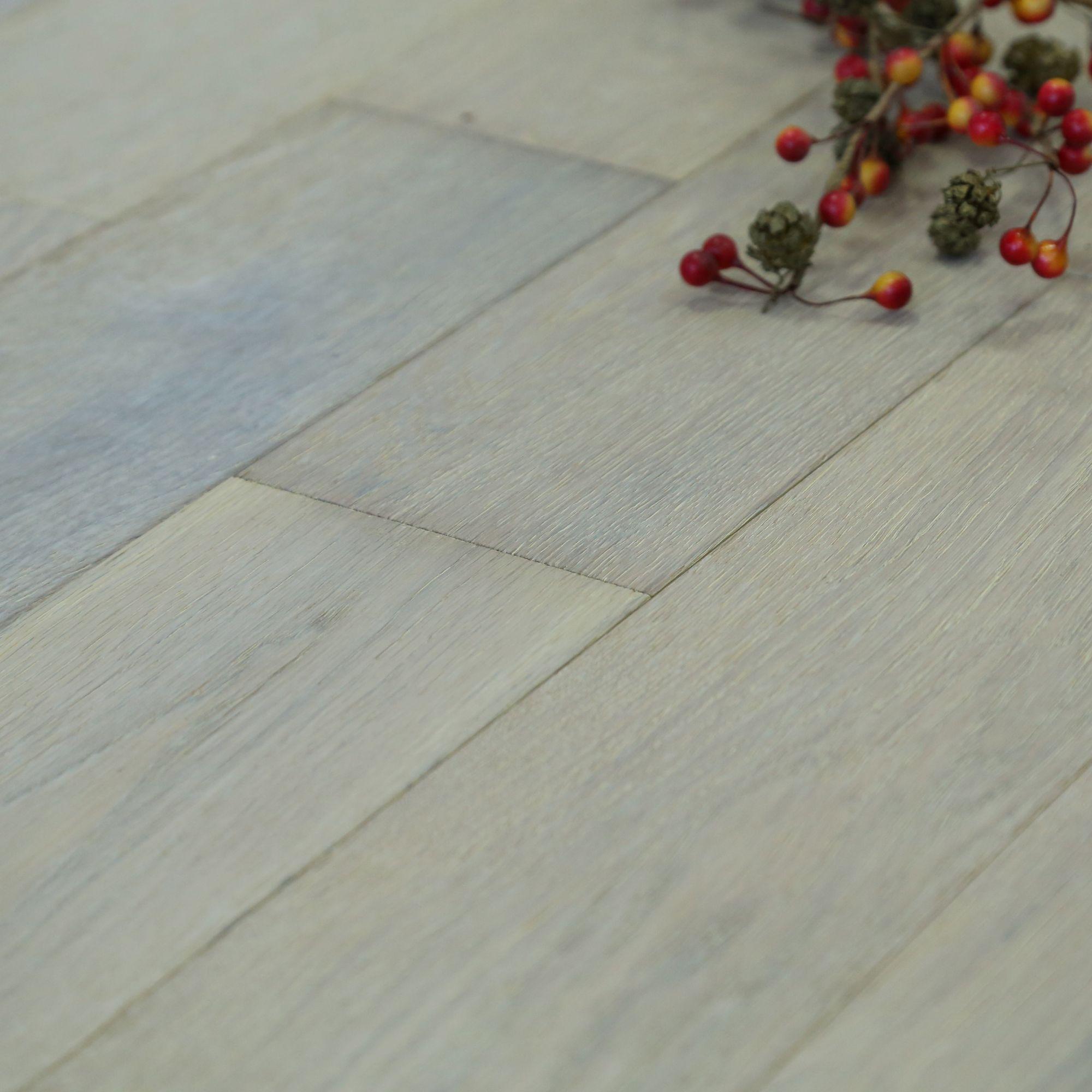 Symphonia Smoked White Natural Solid Oak Flooring Sample Oak Effect 0.375 M²