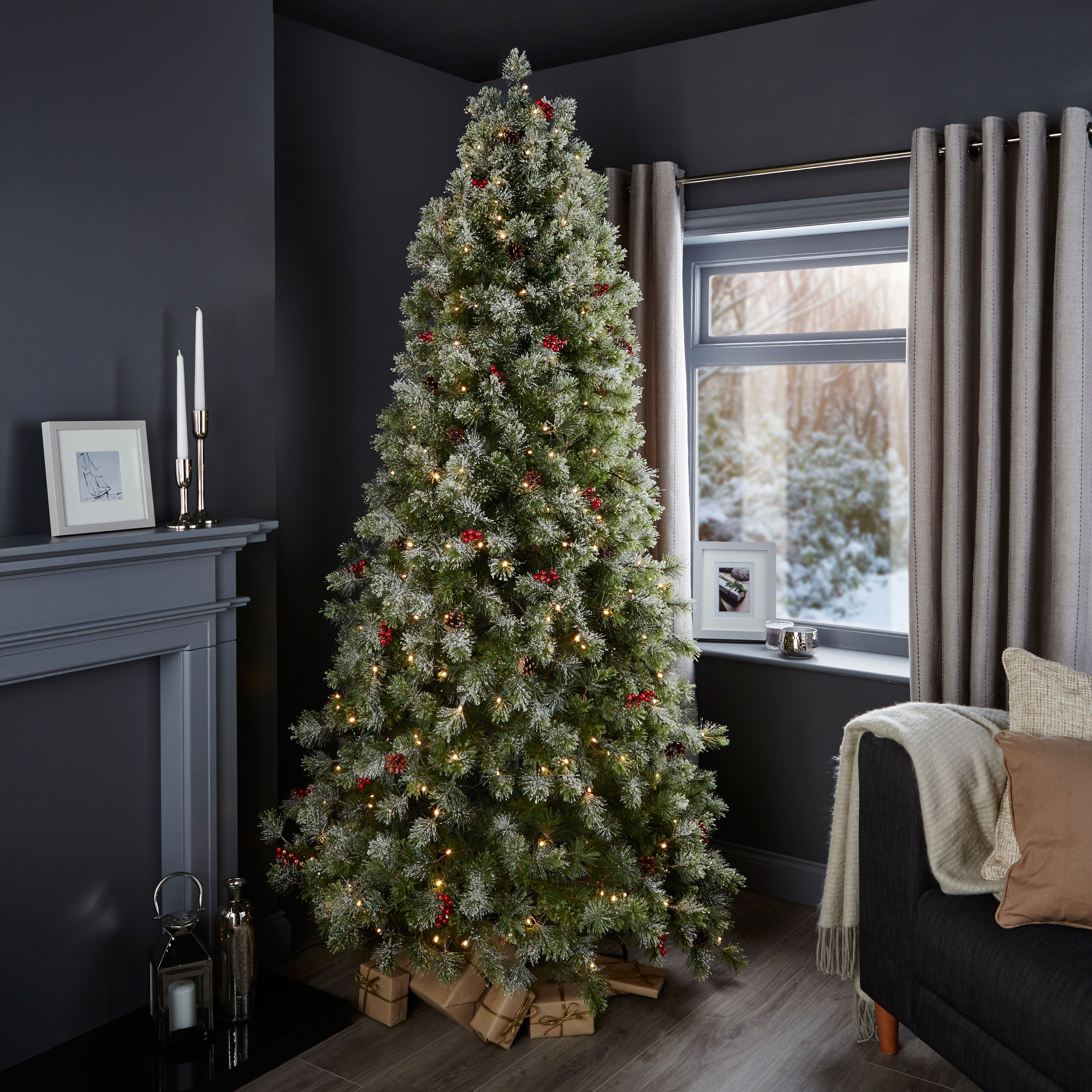 Xmas Tree: 7ft 6In Fairview Pre-Lit & Pre Decorated Christmas Tree