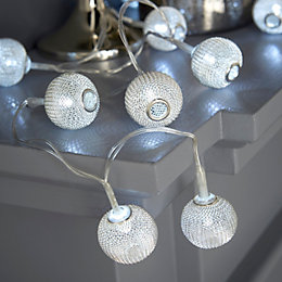 Battery Operated 20 Ice White LED Silver Wire
