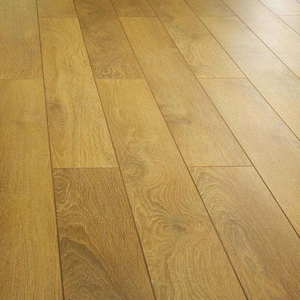 Collaris natural harlech oak effect laminate flooring 1 for Laminate floor panels