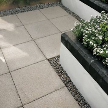 Bradstone Textured Buff Paving Kit, 600 x 600mm 7.2m², Pack of 20