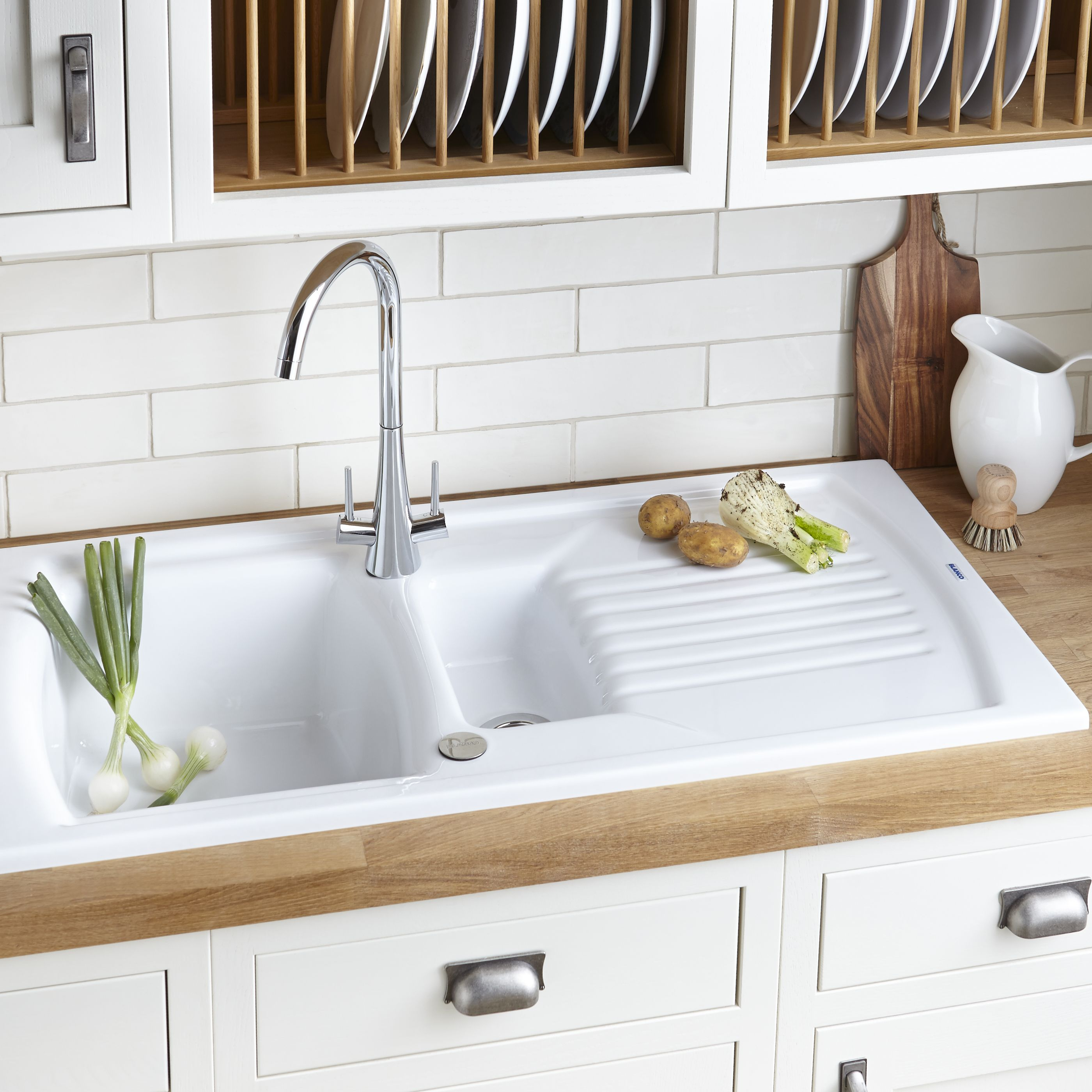 Vintage kitchen design ideas ideas advice diy at b q for The brook kitchen and tap