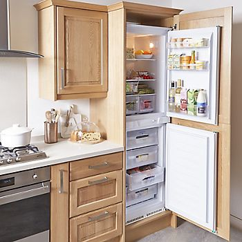 Cooke & Lewis Chesterton Solid Oak Classic with integrated fridge/freezer