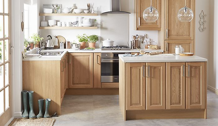 Cooke & Lewis Chesterton Solid Oak Classic kitchen