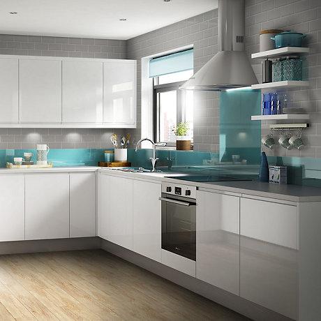 B Q High Gloss White Kitchen