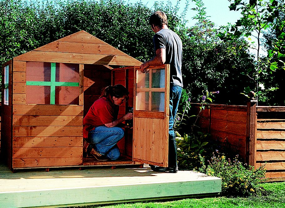 How to build a childrens playhouse Help Ideas DIY at BQ