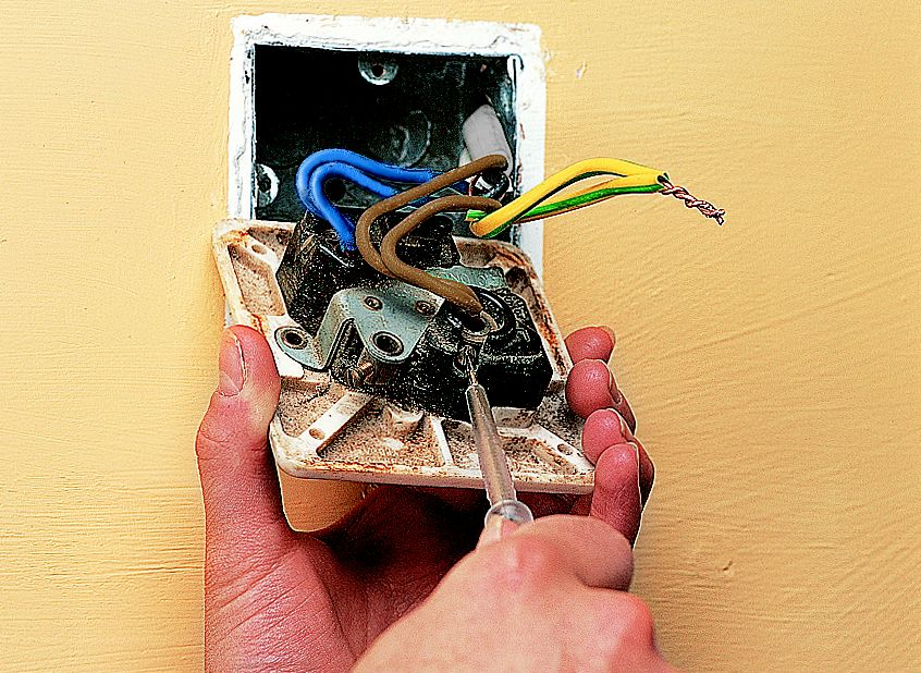 Electricity_Replacesingle_278_01?wid=260&hei=190 how to fit & replace electric sockets help & ideas diy at b&q wiring a socket at readyjetset.co