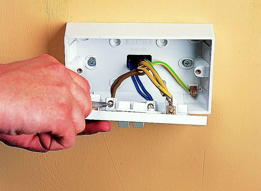 Step 3 : switch socket wiring - yogabreezes.com