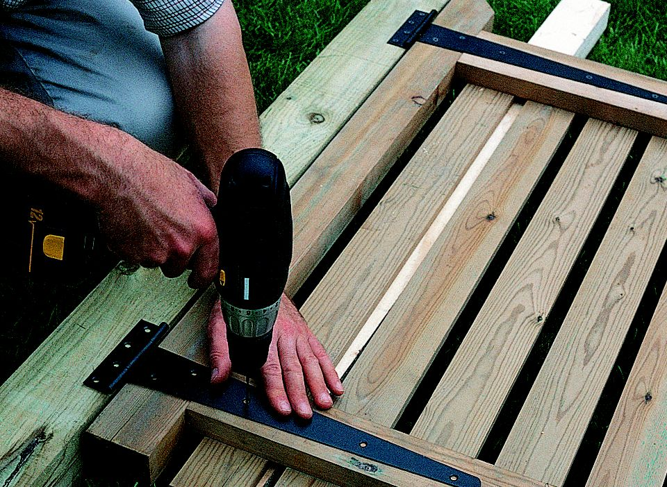 How To Install A Gate Help Amp Ideas Diy At B Amp Q