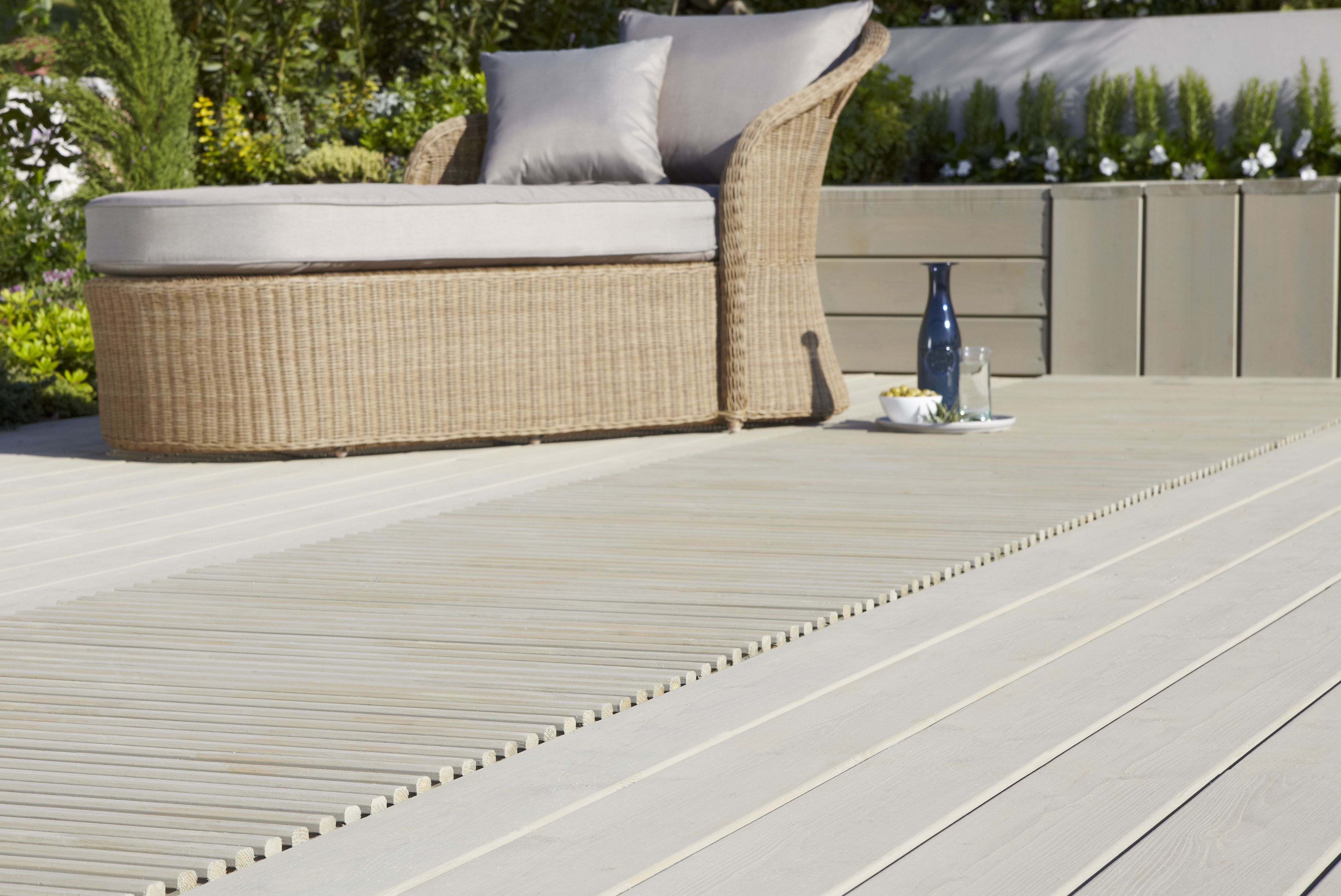 Decking buying guide help ideas diy at b q for Garden decking and slabs