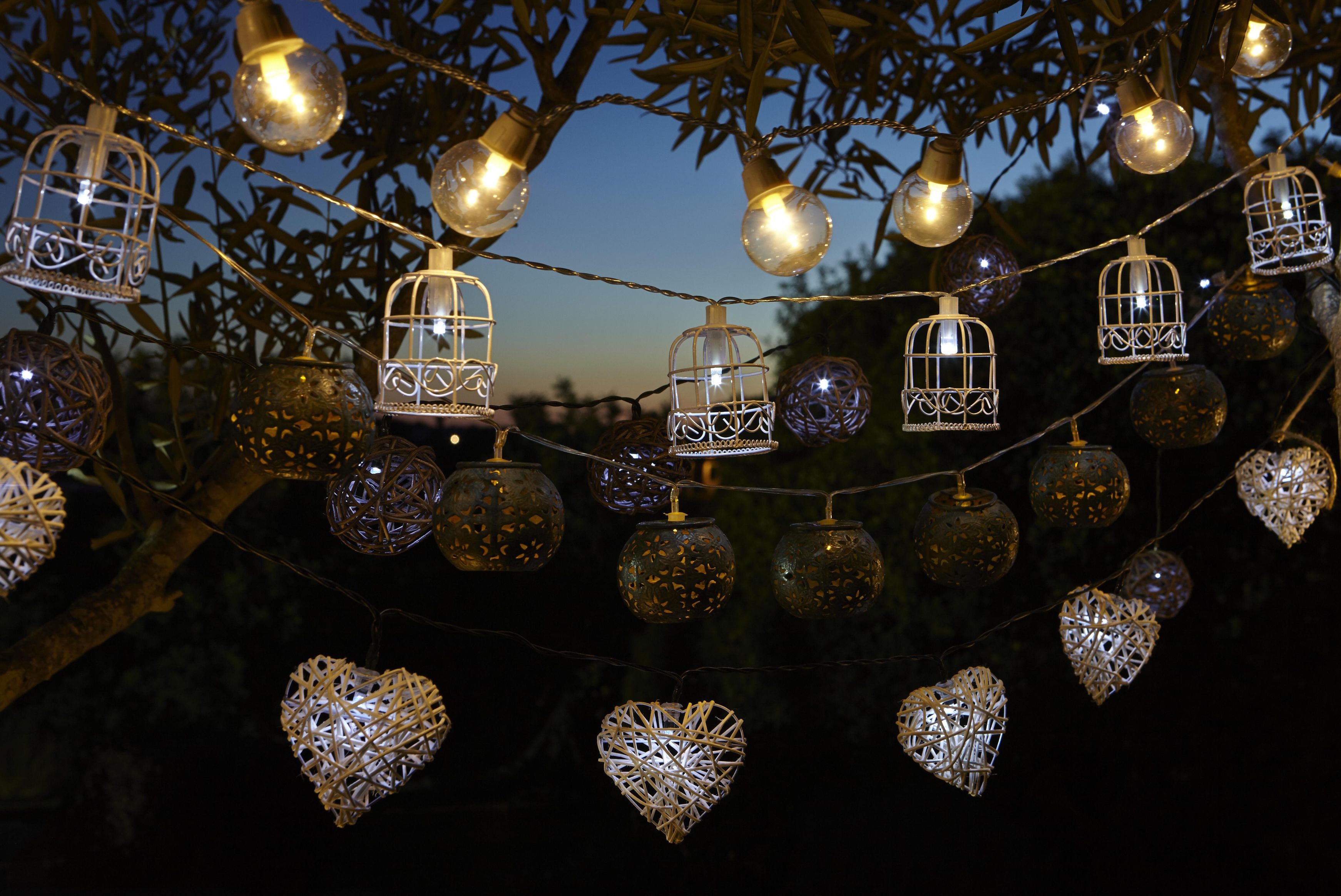Outdoor lighting buying guide ideas advice diy at b q for B q christmas decorations