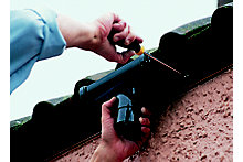 How to replace guttering