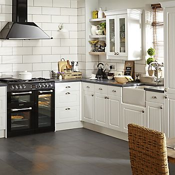 IT Chilton White Country fitted kitchen