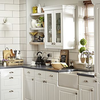 IT Chilton White Country Style fitted kitchen