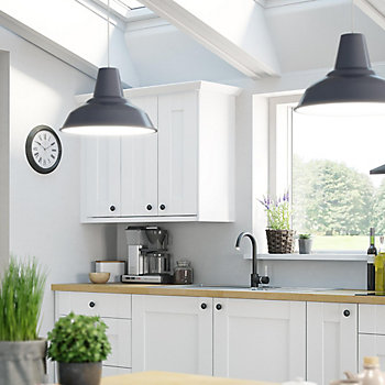 IT Westleigh Ivory Style Shaker kitchen with pendant lighting