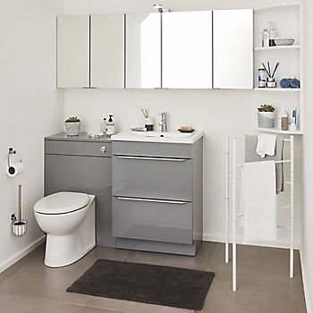 Mirrored cabniet in bathroom