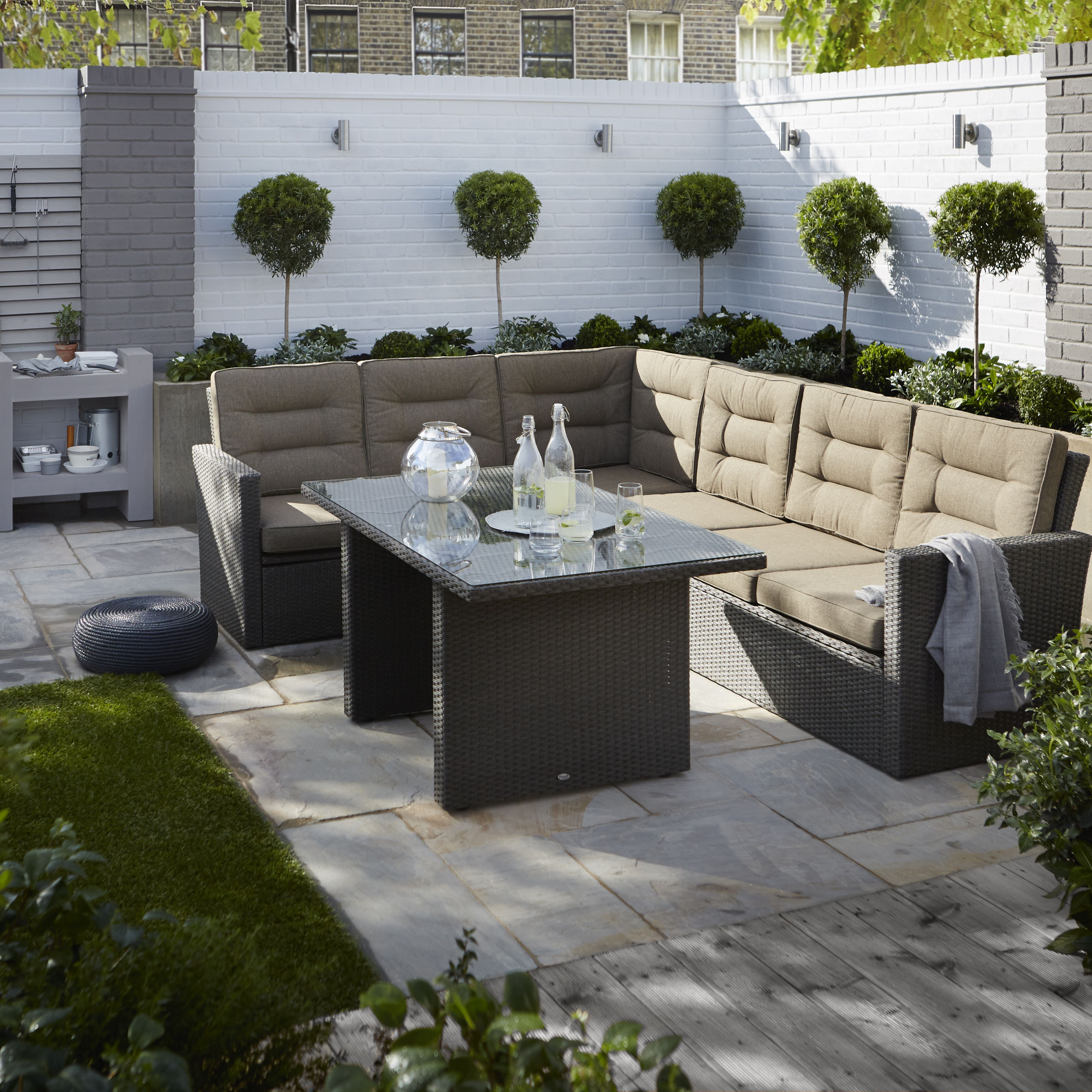 Buyers guide to garden furniture Help Ideas DIY at BQ