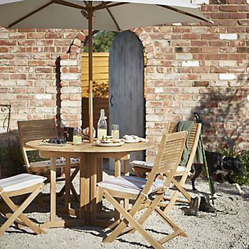 Roscana wood dining furniture and parasol