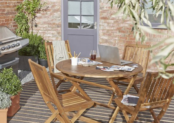 Barbecues & Garden Furniture