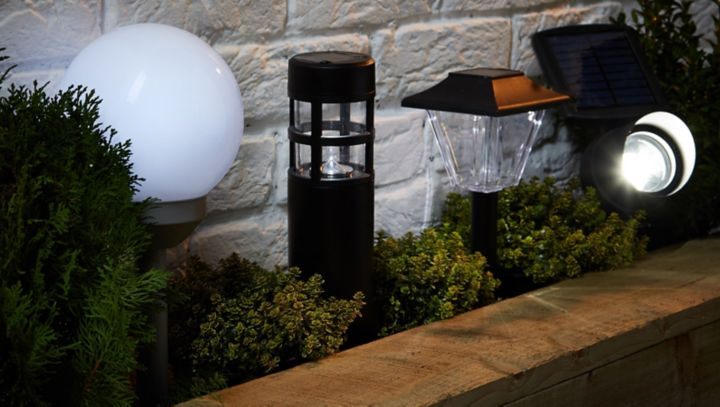 Buyer 39 s guide to outdoor lighting help ideas diy at b q for Exterior lighting design guide