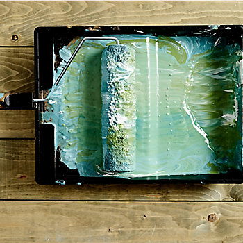 marbled paint effect in a roller tray
