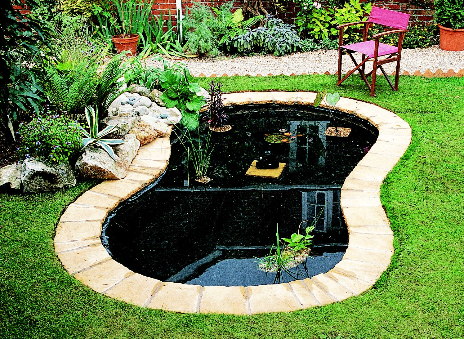 How to create a pond ideas advice diy at b q for Garden pond edging