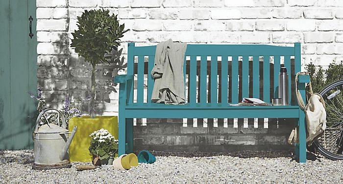 Salcombe garden bench painted with painted grey garden wall