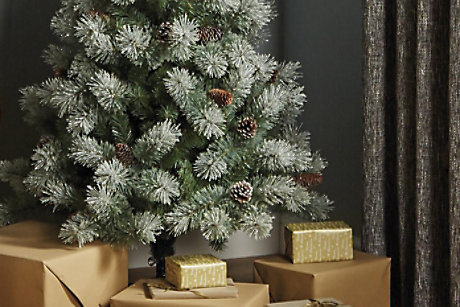 BUYERS GUIDE TO ARTIFICIAL TREES