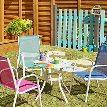 Janeiro kids round table and coloured garden chairs. Garden furniture buying guide   Help   Ideas   DIY at B Q