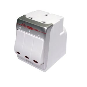 View Masterplug White 3-Gang 240 V 13A 240V Adaptor details
