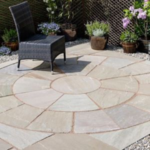 Autumn Green Natural Sandstone Paving Circle Squaring Off Corner (L)2720 (W)2720mm Pack of 12  2.65m²