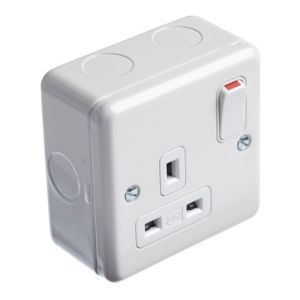 View MK 13A 1-Gang White Switched Socket details