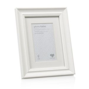View Cream Traditional Wood Photo Frame (H) 22cm x (W)17cm details