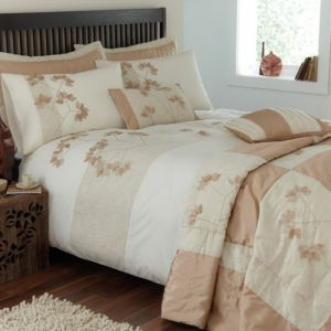 View Chartwell Leaf Peach & White Floral Kingsize Bed Cover Set details